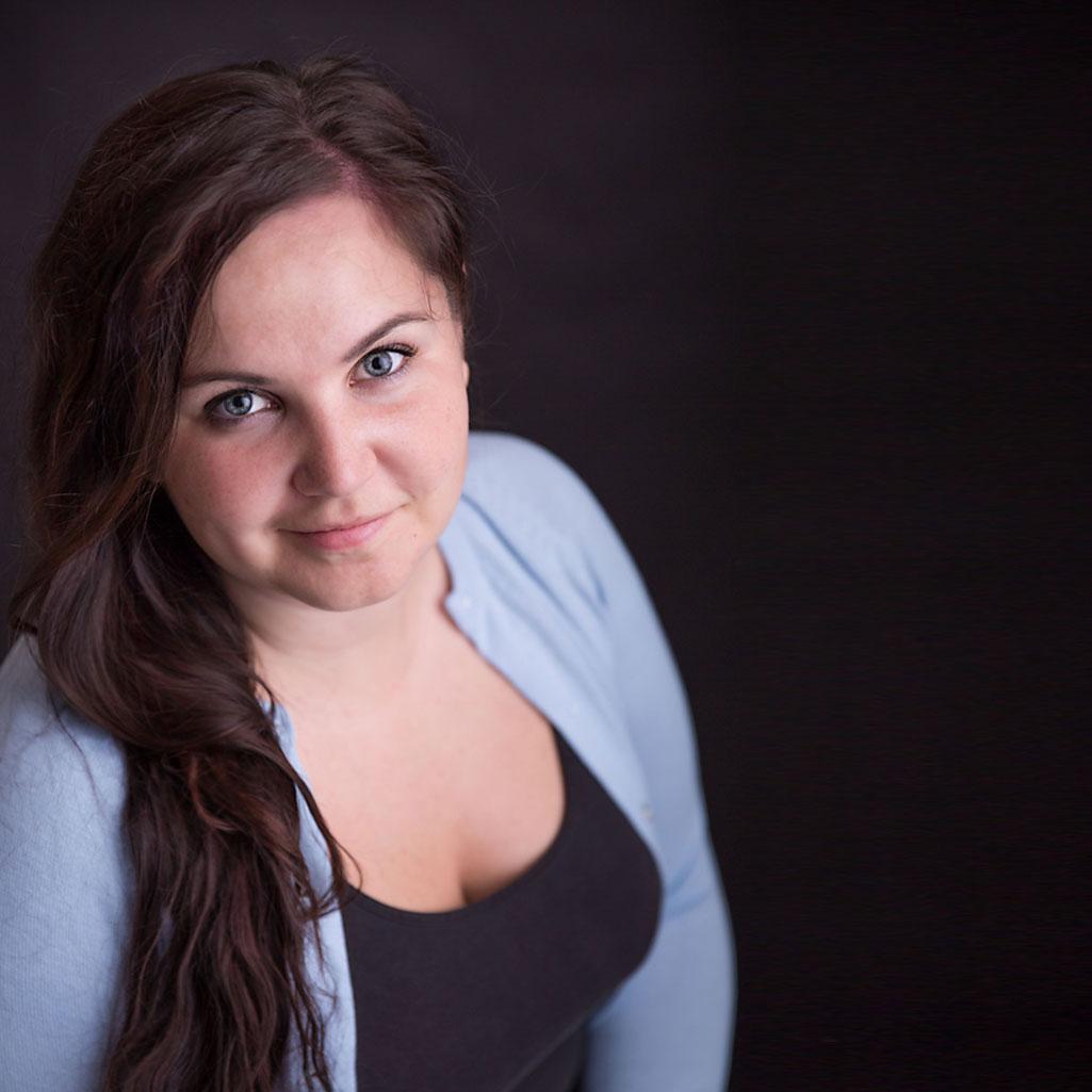Lisa_Schmalzer_Portrait
